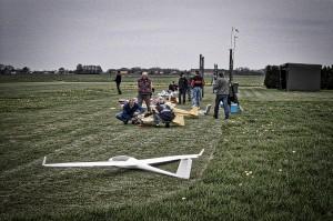 Een zicht op ons veld met de vorige kantine rechts in beeld.